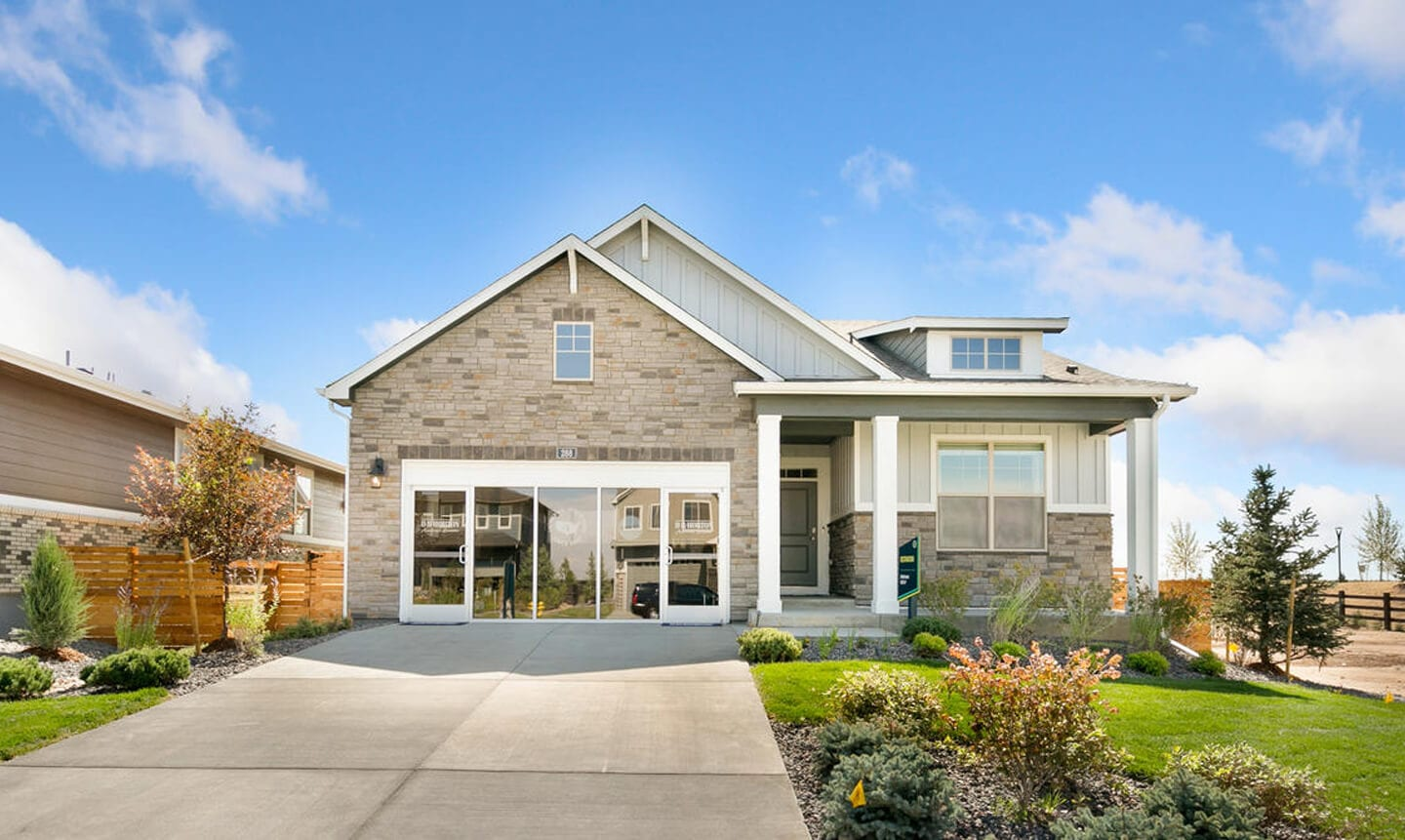Modern DR Horton Showhome in Harmony.